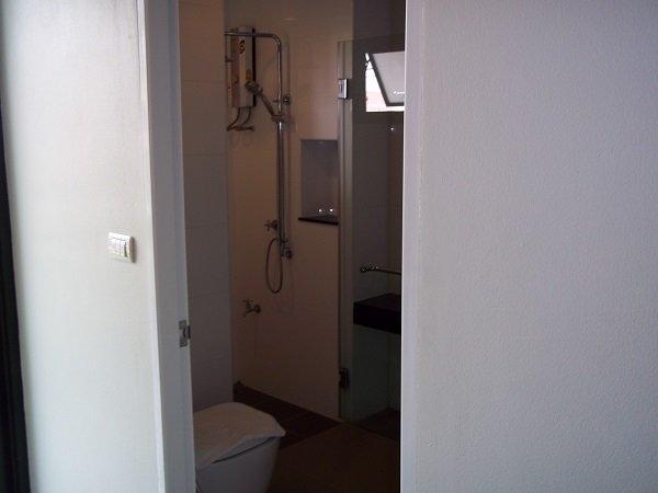 Romyen Garden Place bathroom