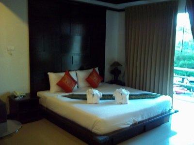 Boonjumnong Modern Apartments bed