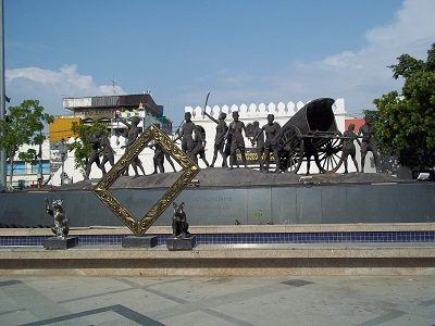 Suan Rak Park Statue of Soldiers