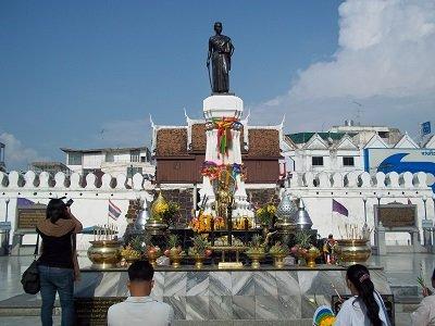 Suan Rak Park Ya Mo Statue