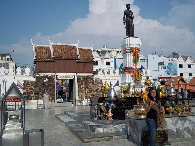 Ya Mo statue in Suan Rak Park