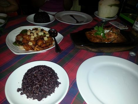 Main courses of crab cury, chicken with Cashew nut and red rice