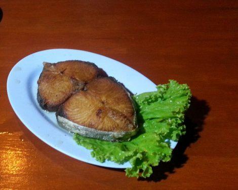 Fried sea bass soaked in fish sauce at Lung Mug-Paa Lord