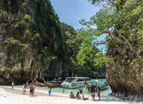 Island tours are popular in Koh Phi Phi