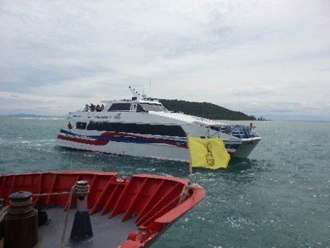 Lomprayah Ferry arriving at Koh Phangan