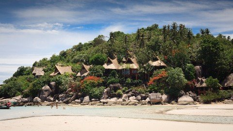 Many visitors to Koh Tao choose to stay in a sea view bungalow