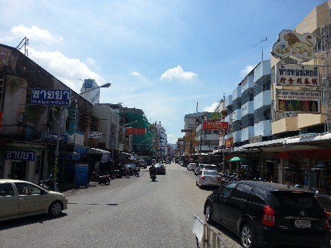 Thumnoonvithi Road in Hat Yai