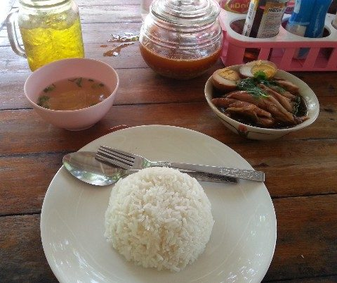 khao kha moo is a cheap and tasty Thai dish