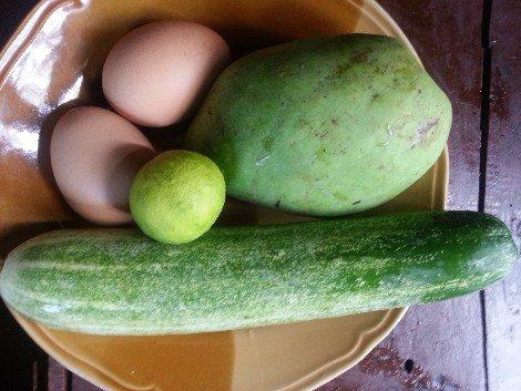 Egg and vegetables in Khao Kluk Kapi
