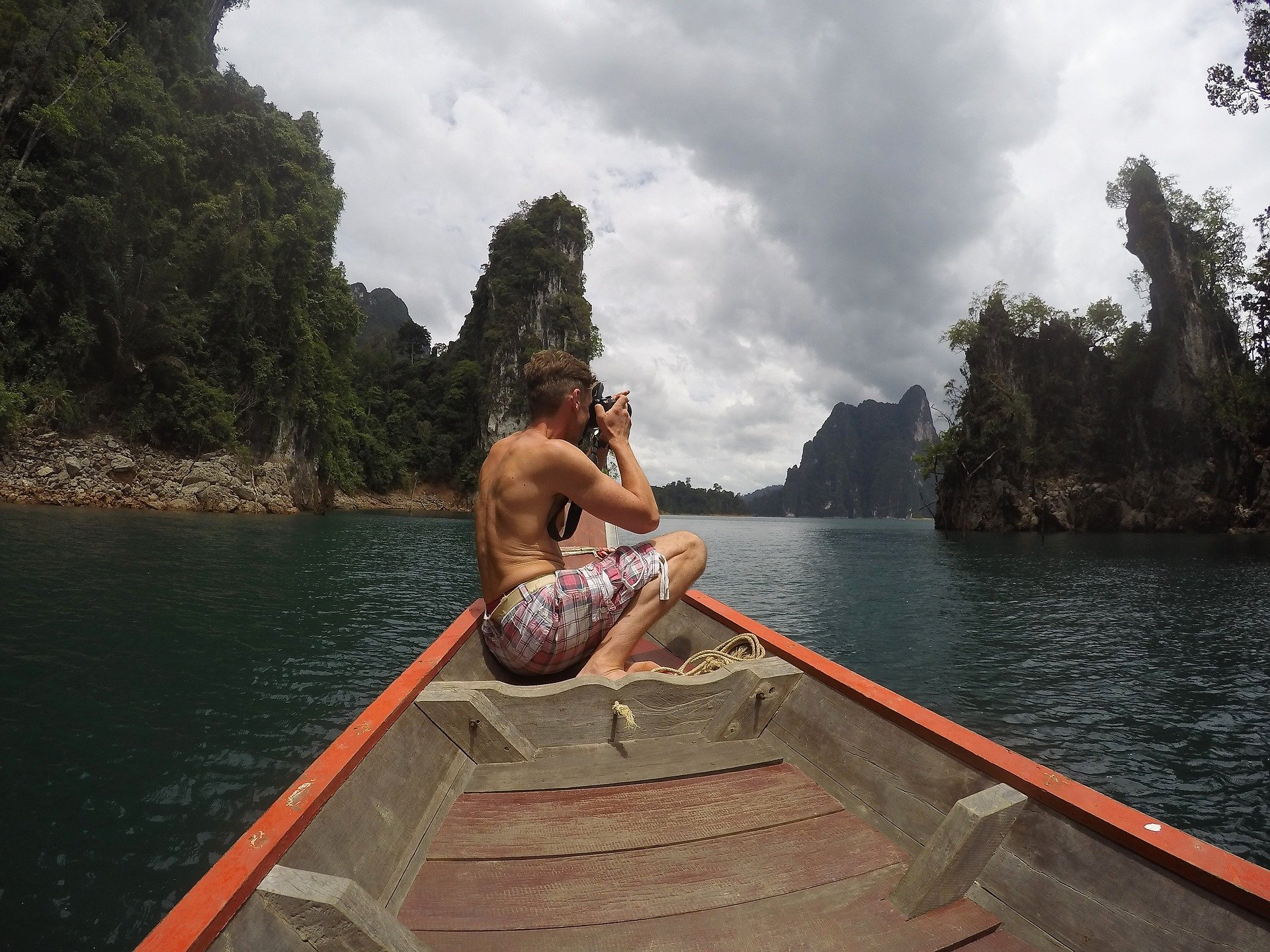 Boat tour of the lake in Khao Sok National Park