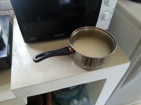 Soak the sticky rice
