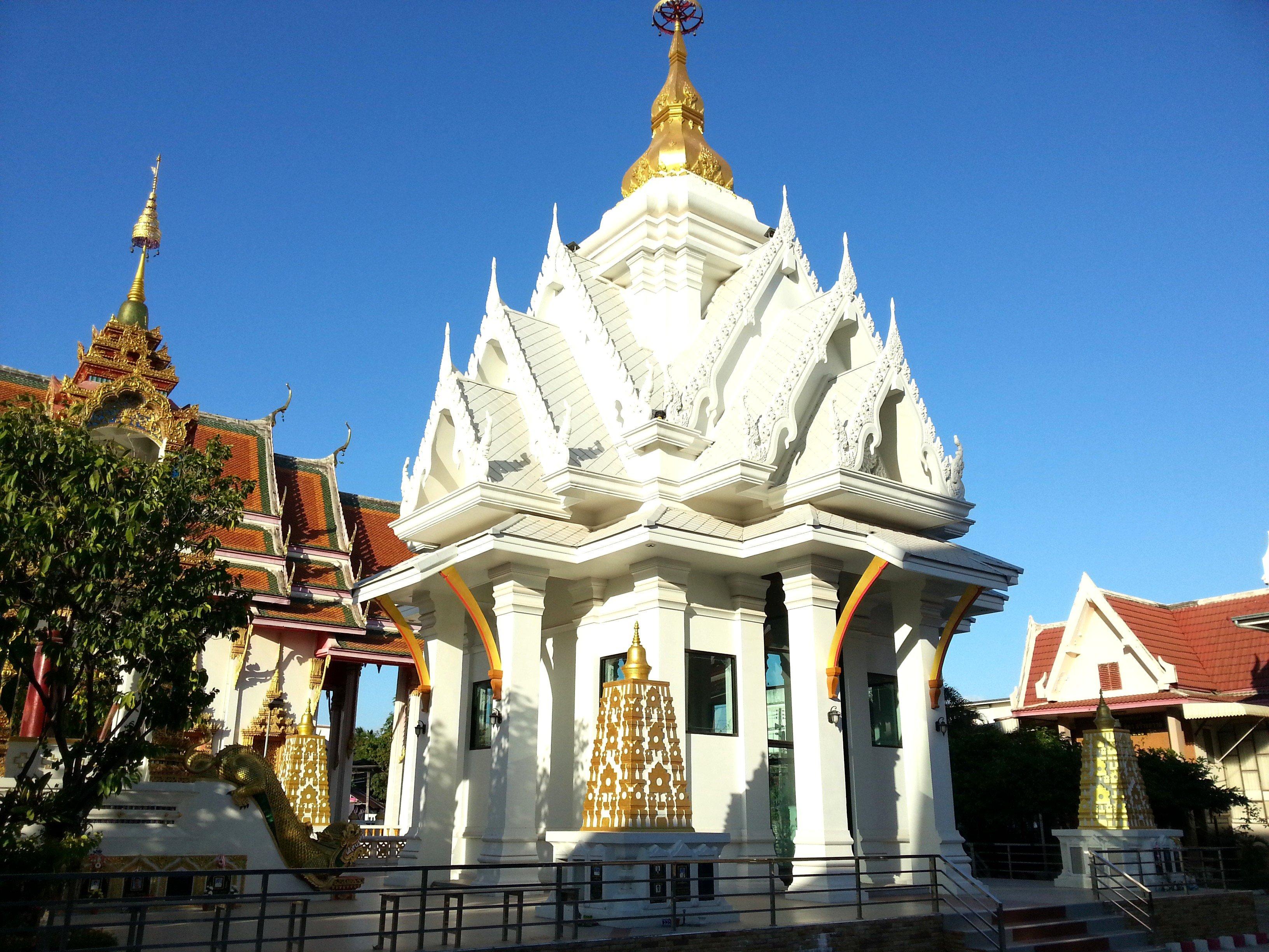 Stupa at Wat Chaeng Saeng Arun