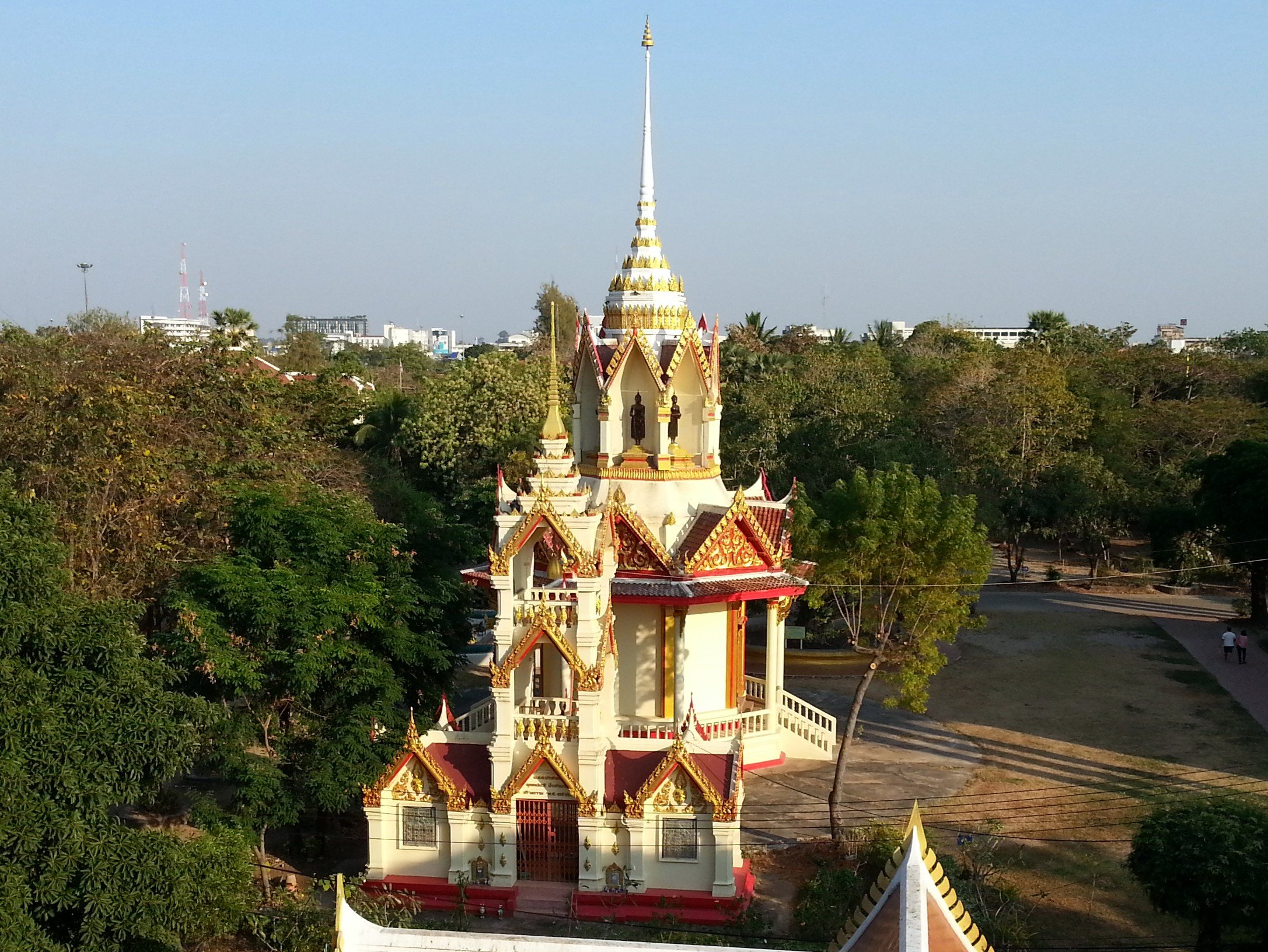 Bell tower and smaller chedi at Wat Pothisomphon