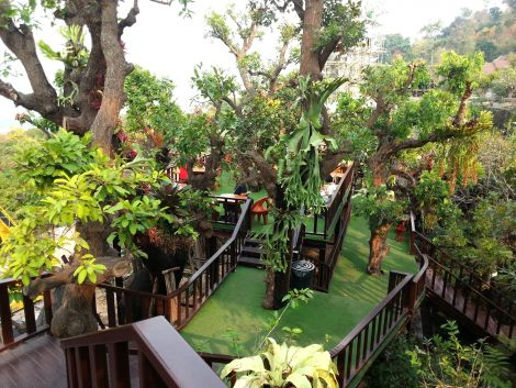 Cafe area at Wat Tham Pha Daen