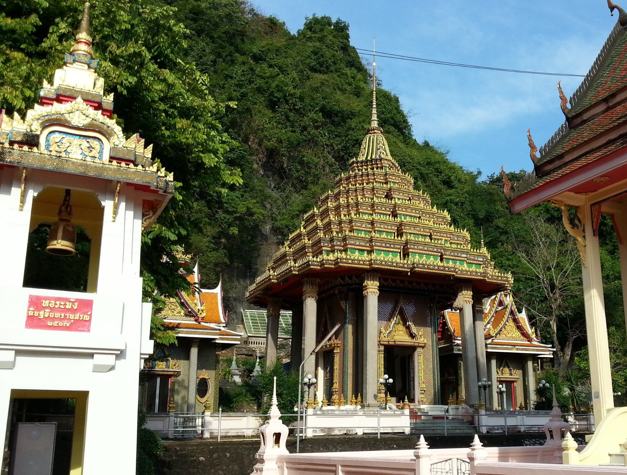 Chedi at Wat Khuha Sawan