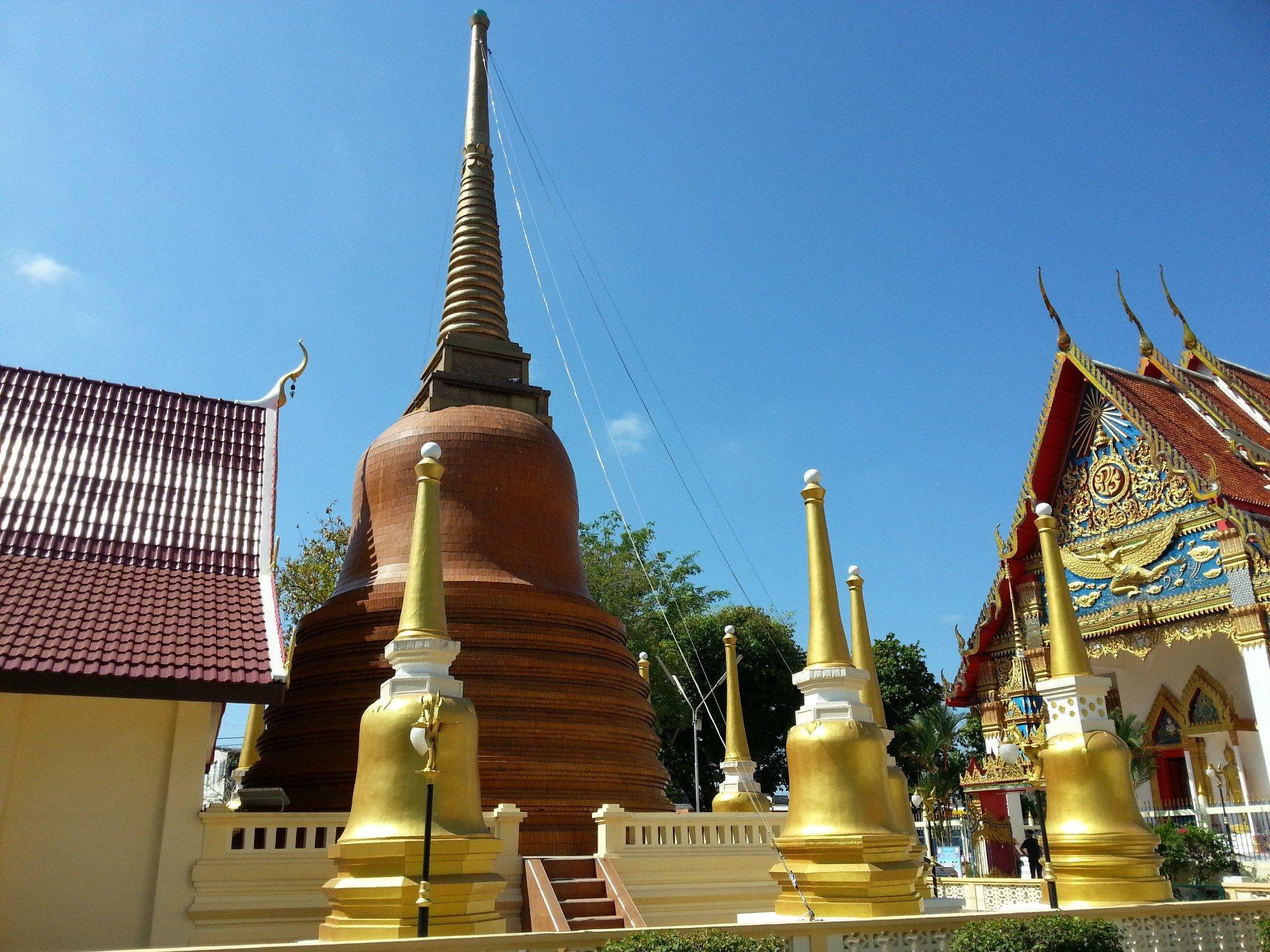 Chedi at Wat Mongkol Nimit