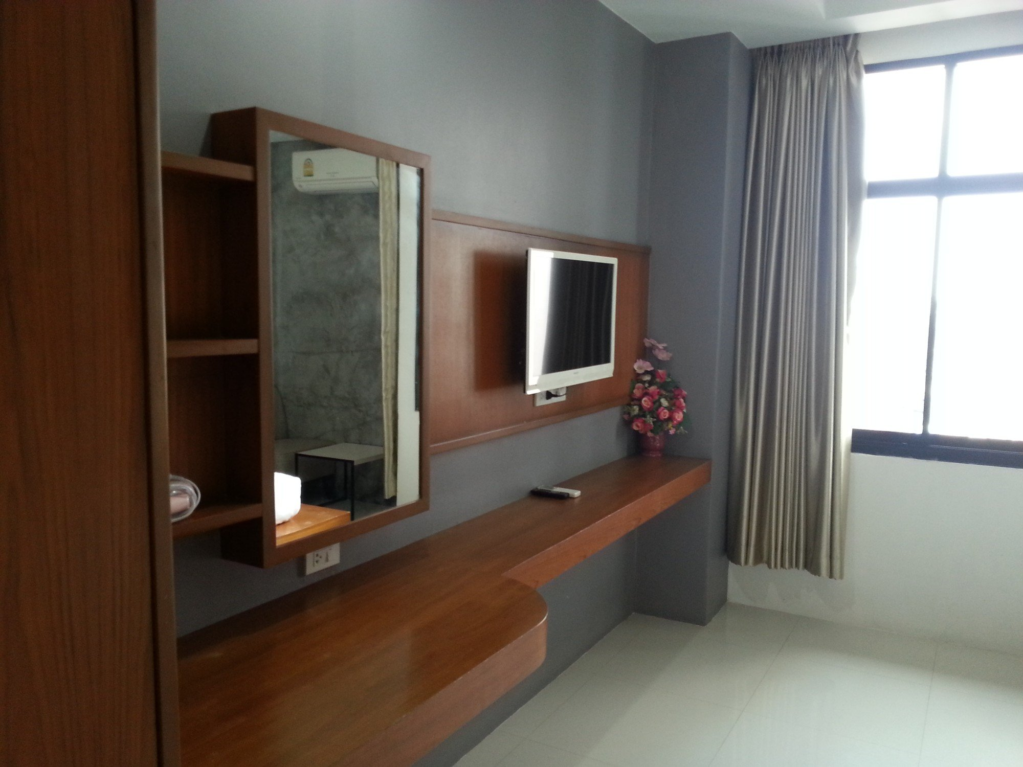 Flat screen TV at the Merdelong Hotel
