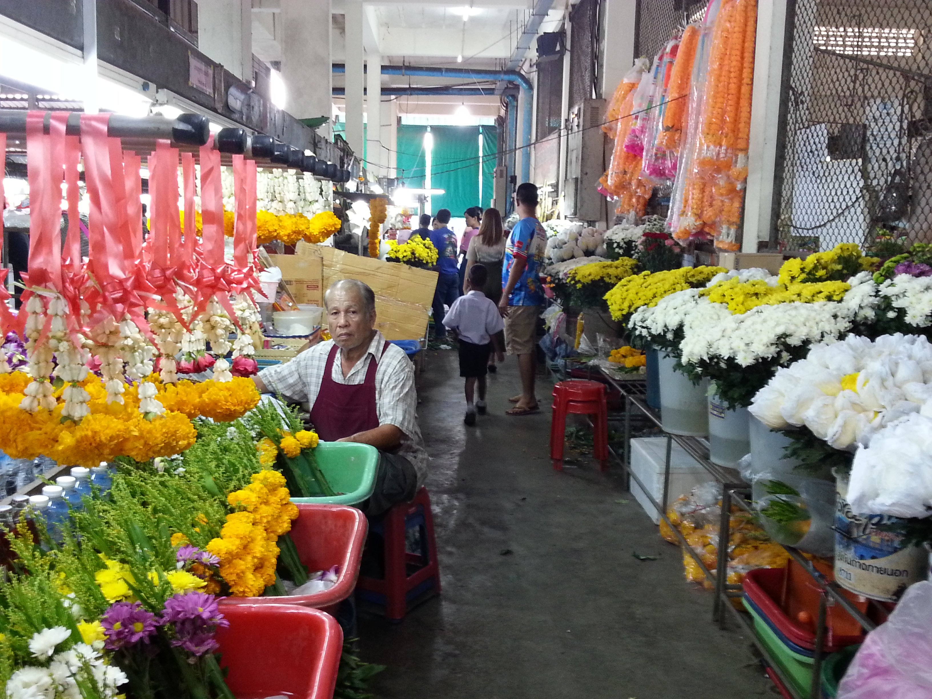 Flower sellers at Maharaj Food Market