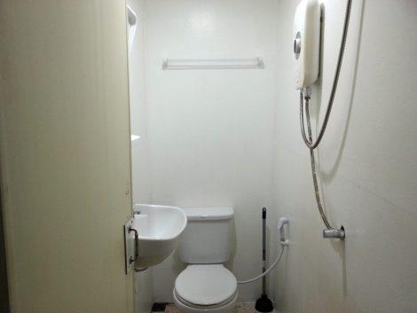 Private bathroom at the Lantern Inn