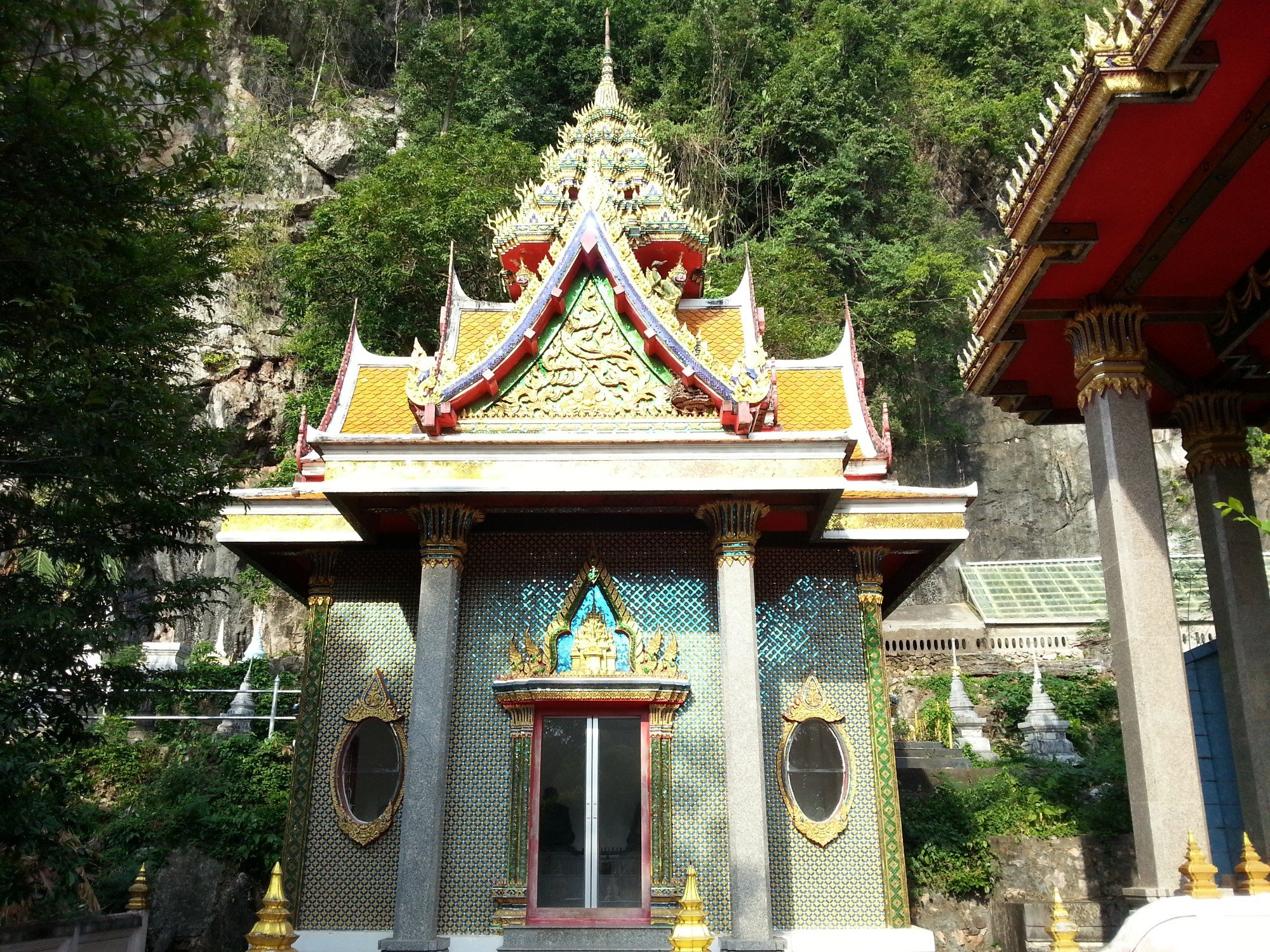 Shrine at Wat Khuha Sawan