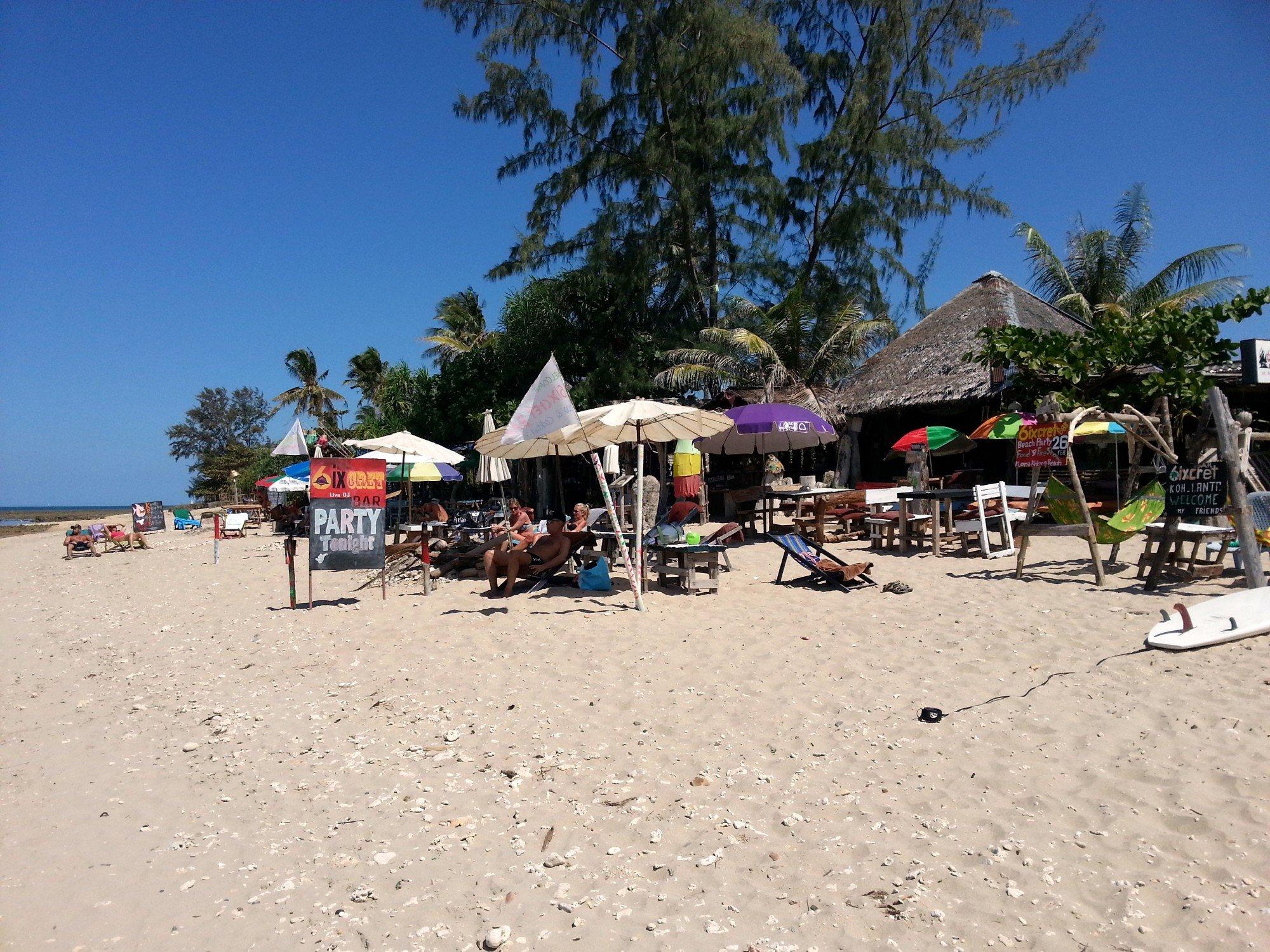 6ixcret Bar on Klong Khong Beach