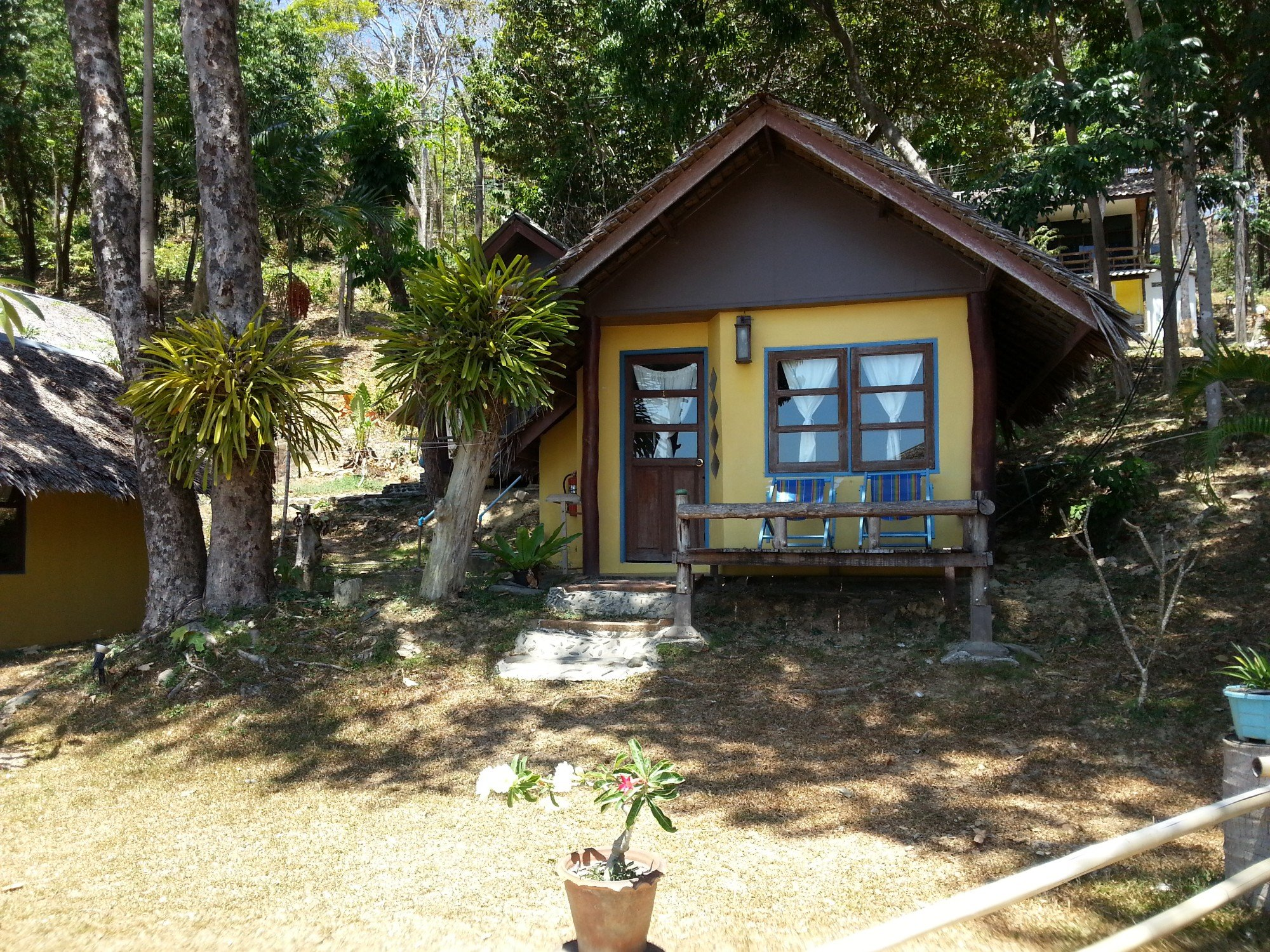 Baan Phu Lae bungalows on Bamboo Beach