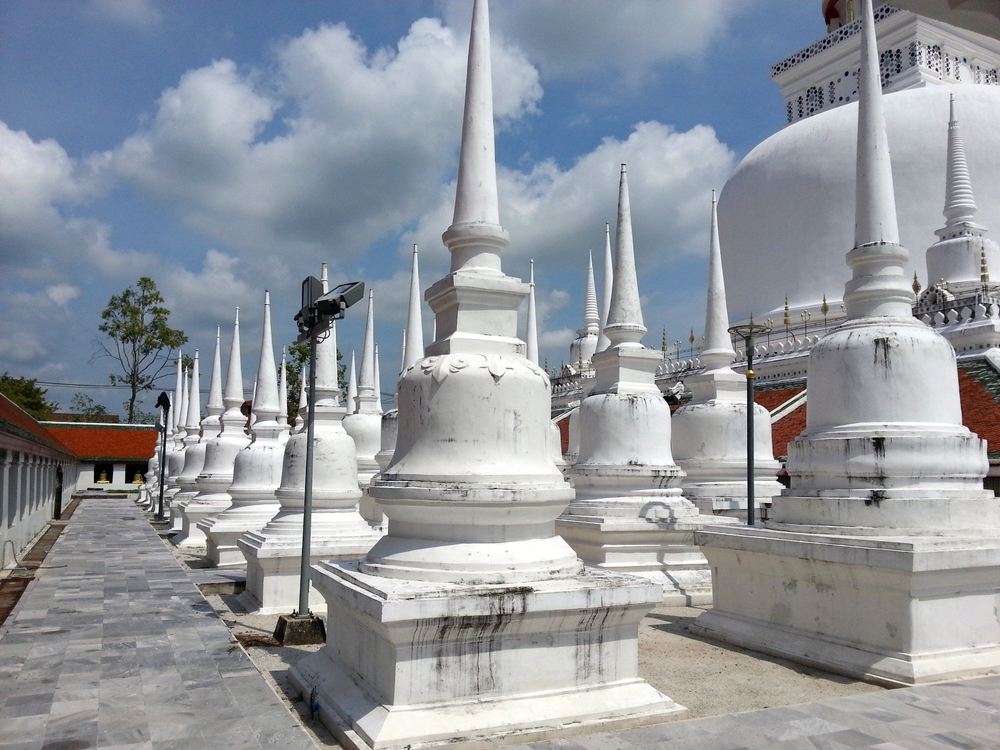 Smaller chedi at Wat Phra Mahathat