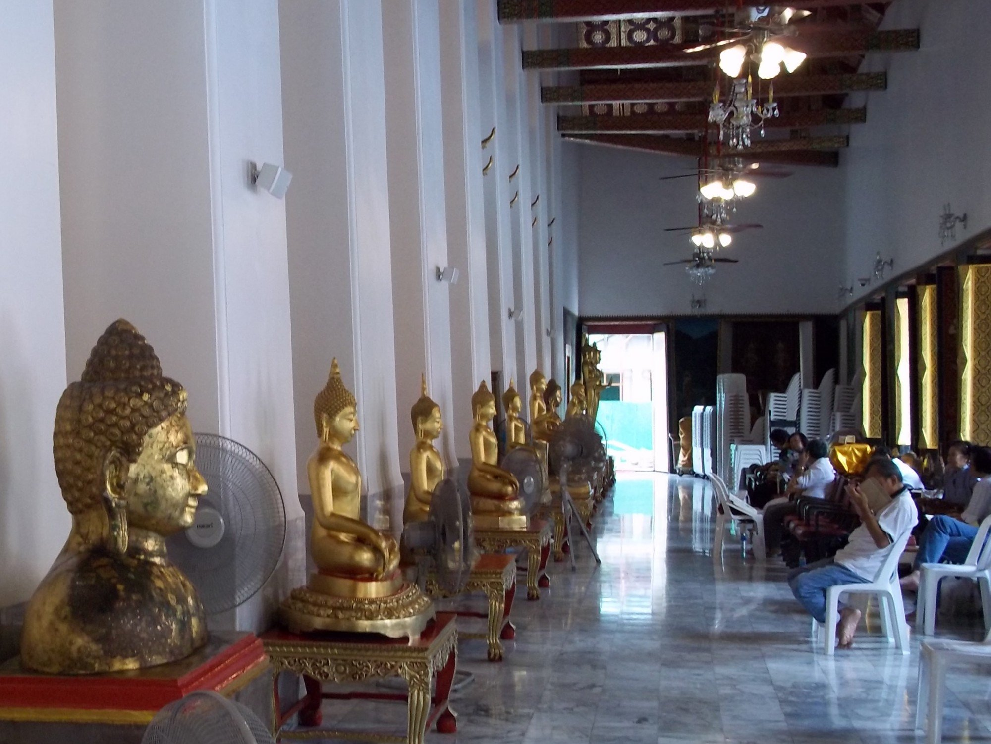 Buddha statues at Wat Chana Songkhram