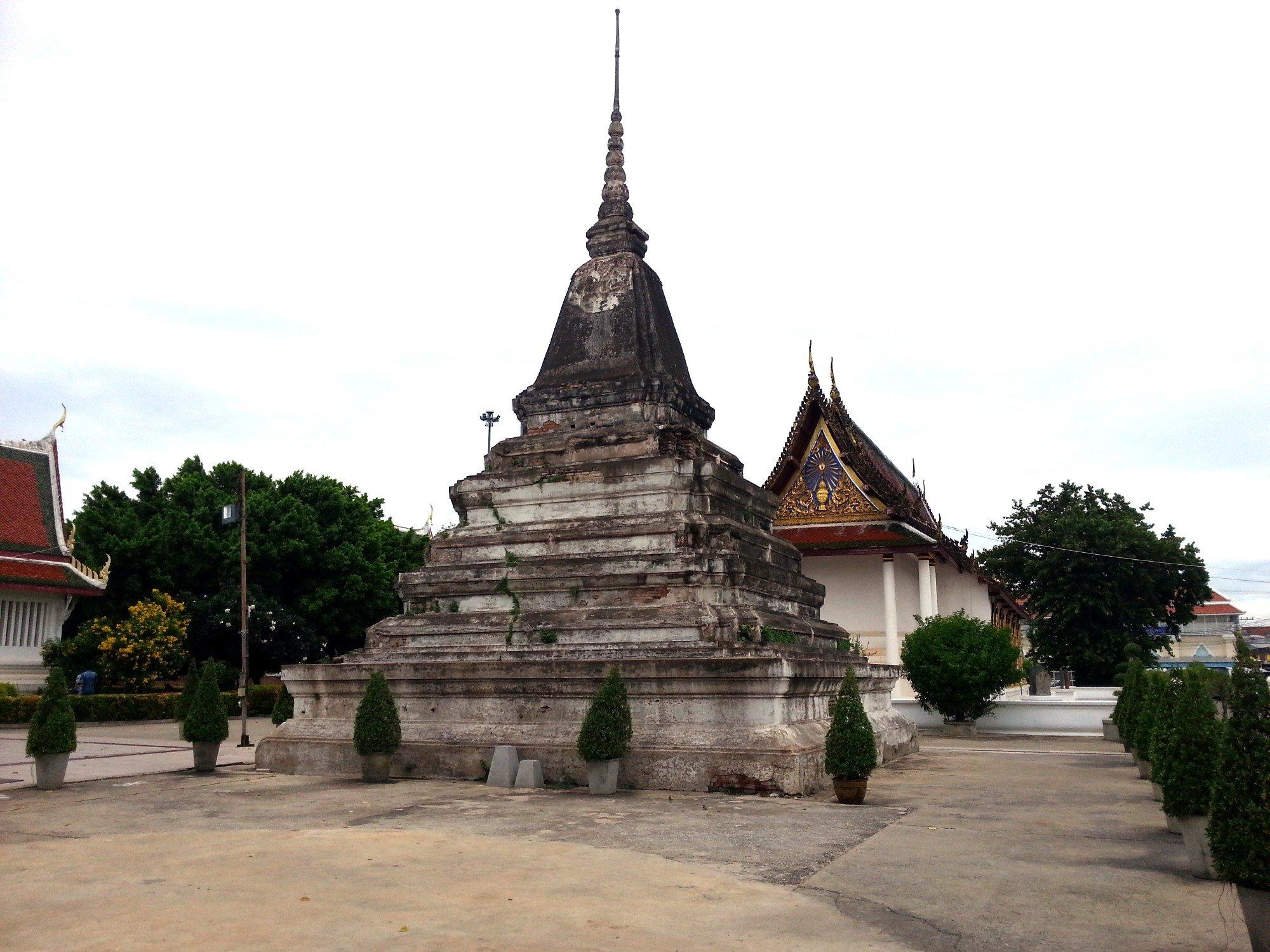 Chedi at Wat Phra Si Rattana Mahathat
