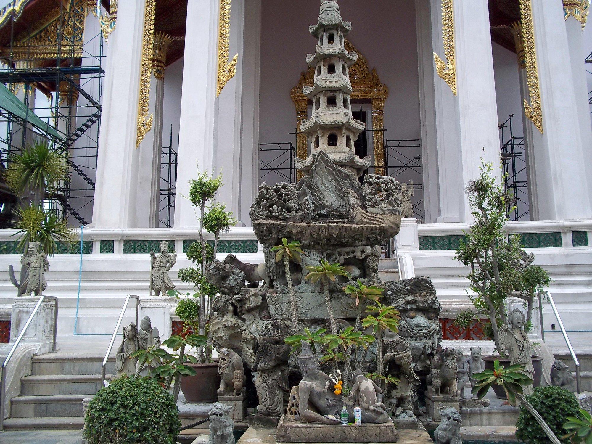 Chinese statues at Wat Suthat Thepwararam