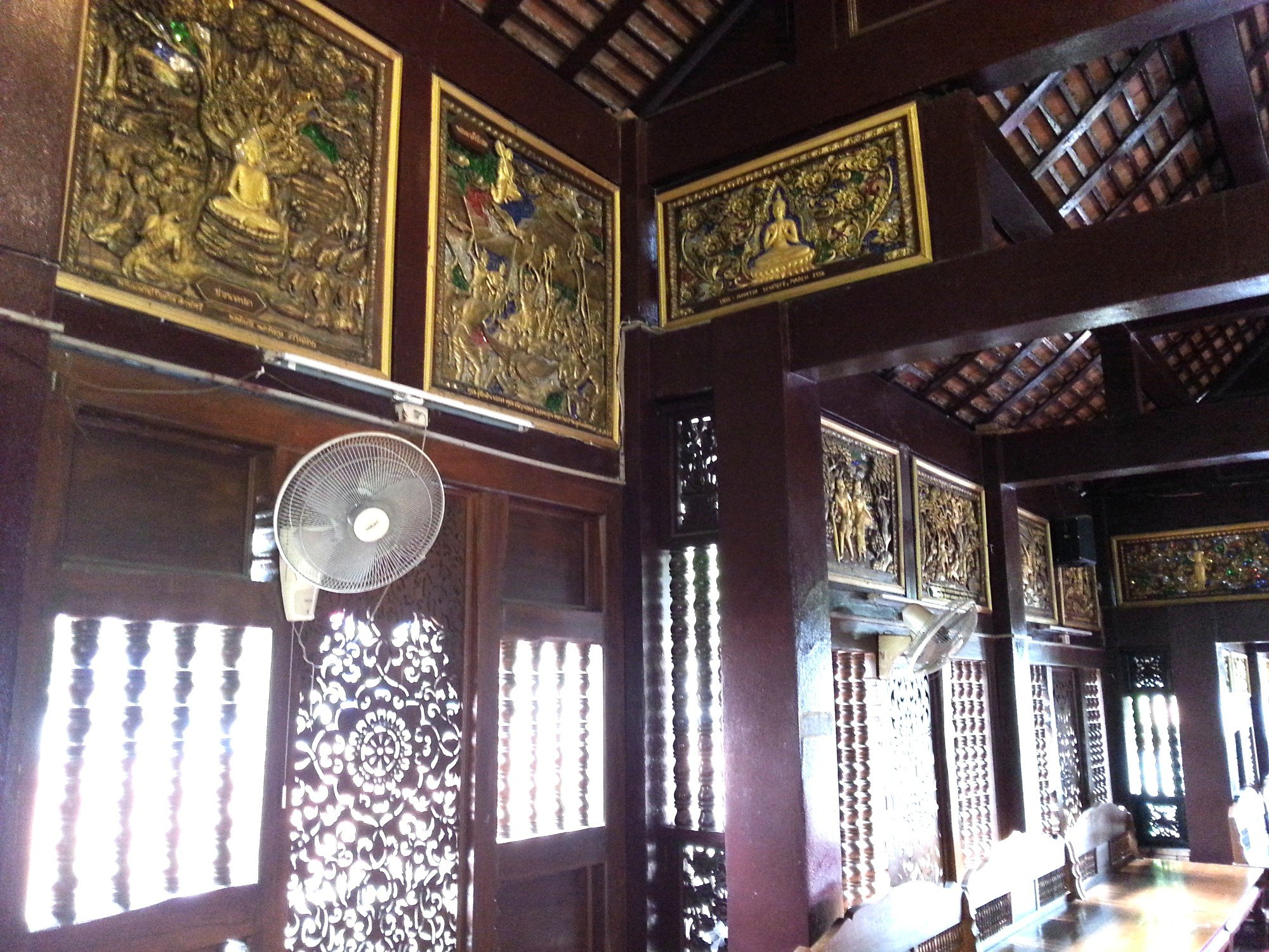 Intricate woodwork inside the assembly hall at Wat Lok Moli