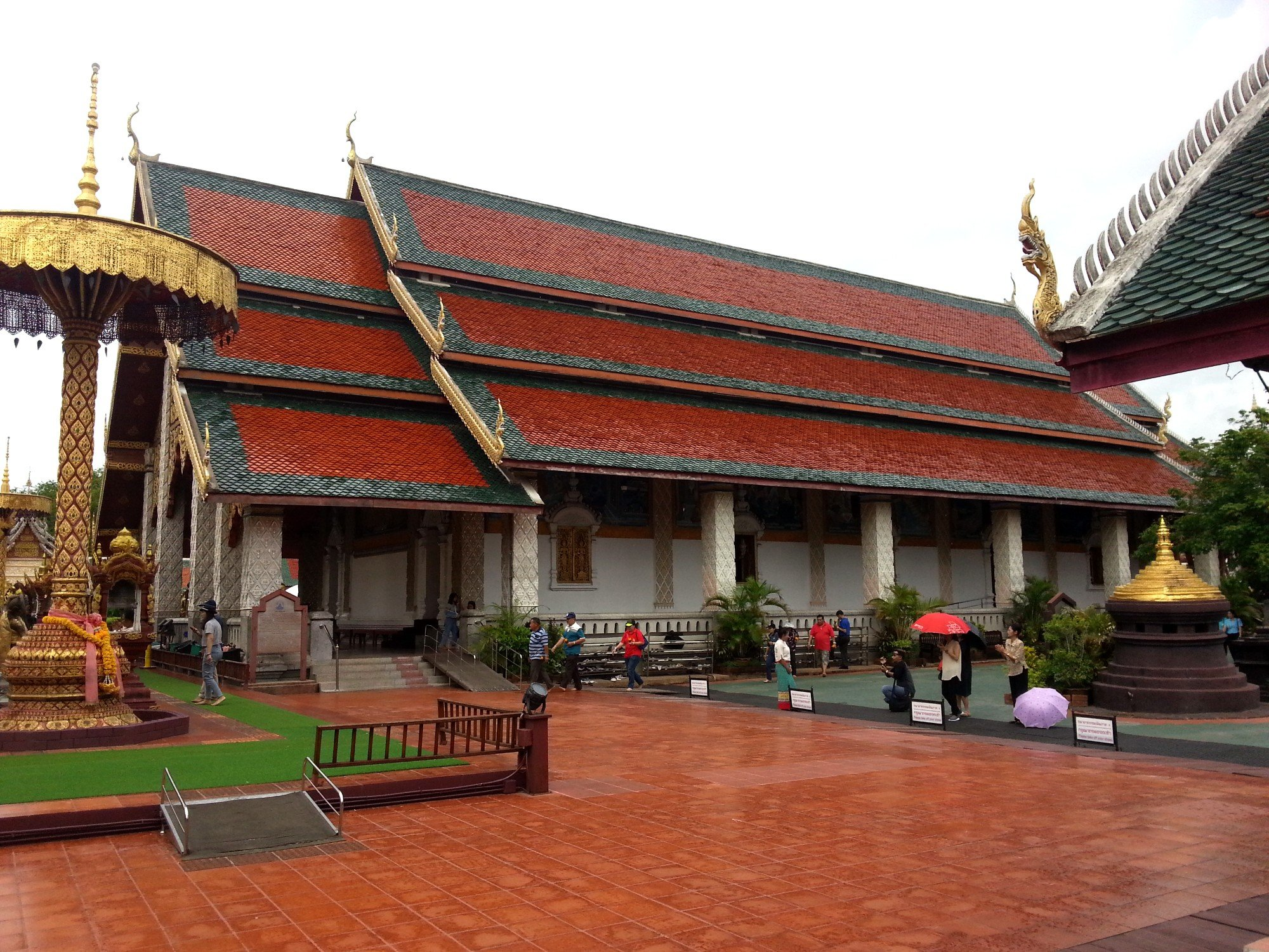 Main assembly hall at Wat Phra That Hariphunchai
