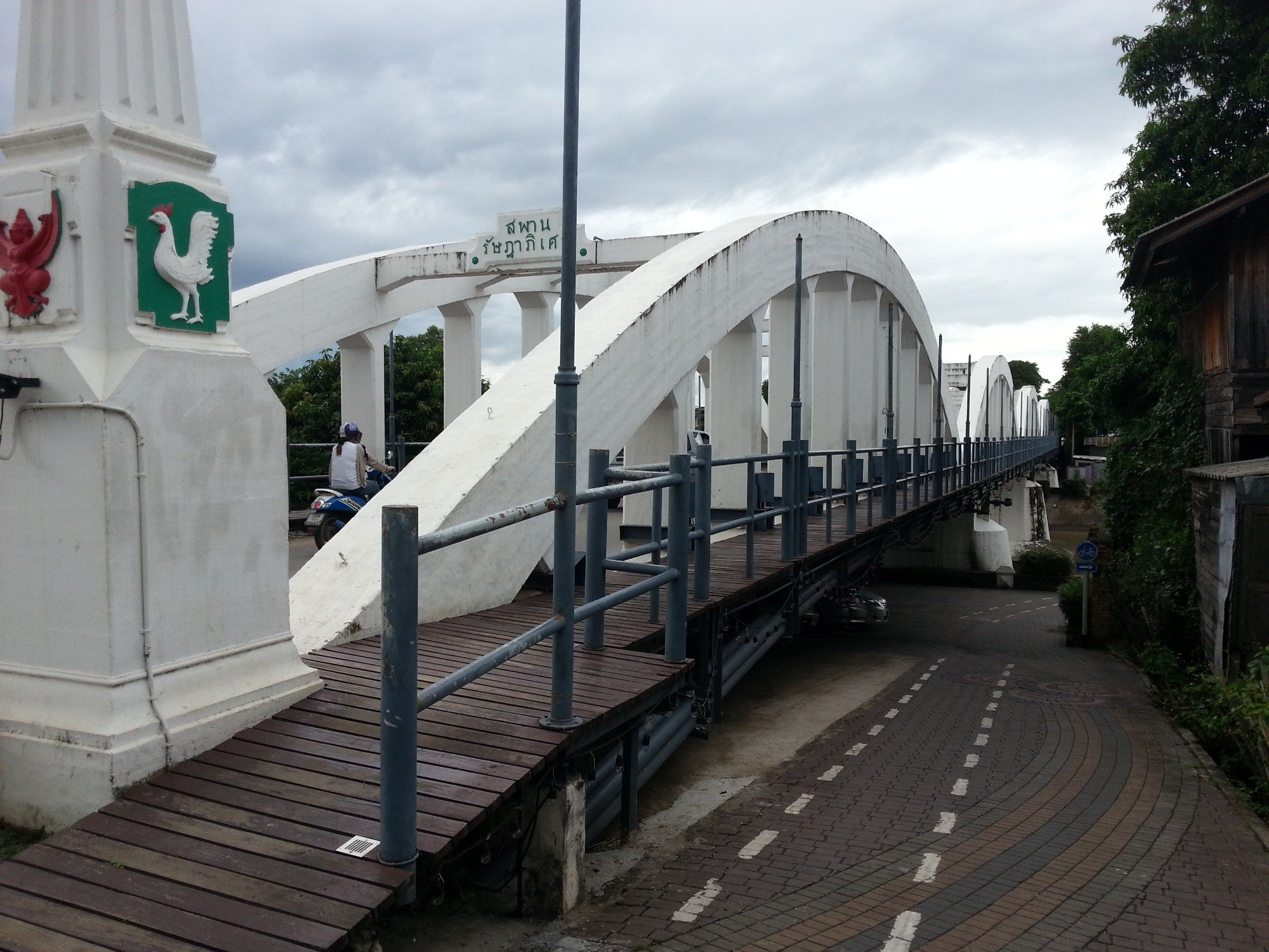 Pedestrian Walkway on the Ratsadaphisek Bridge