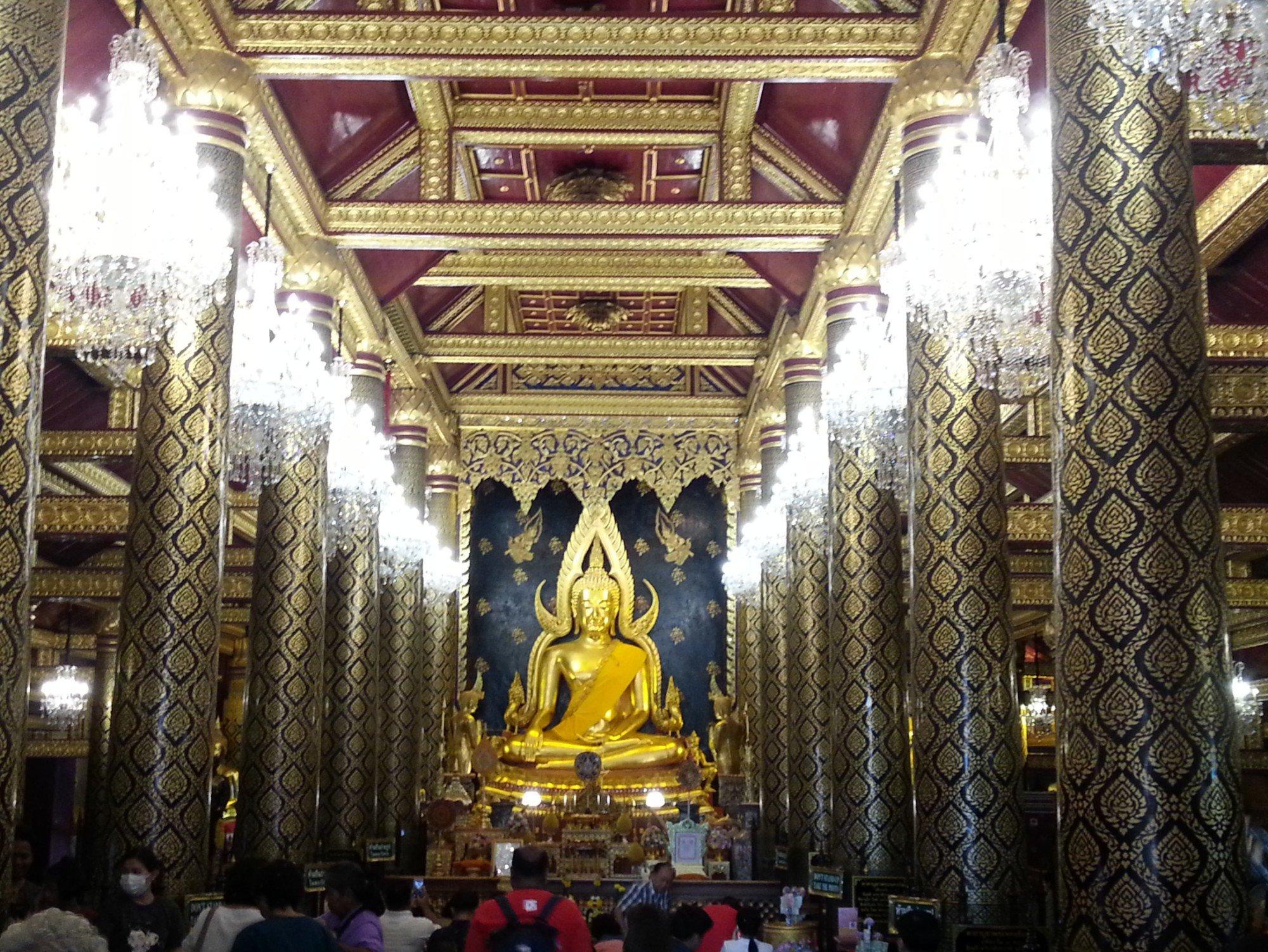Phra Buddha Chinnarat statue at Wat Phra Si Rattana Mahathat