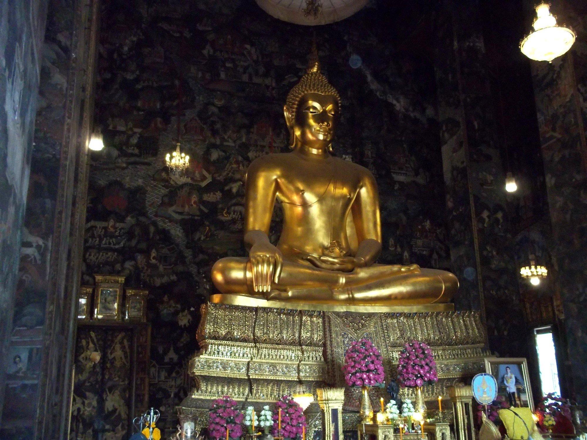 Phra Si Sakyamuni statue at Wat Suthat Thepwararam