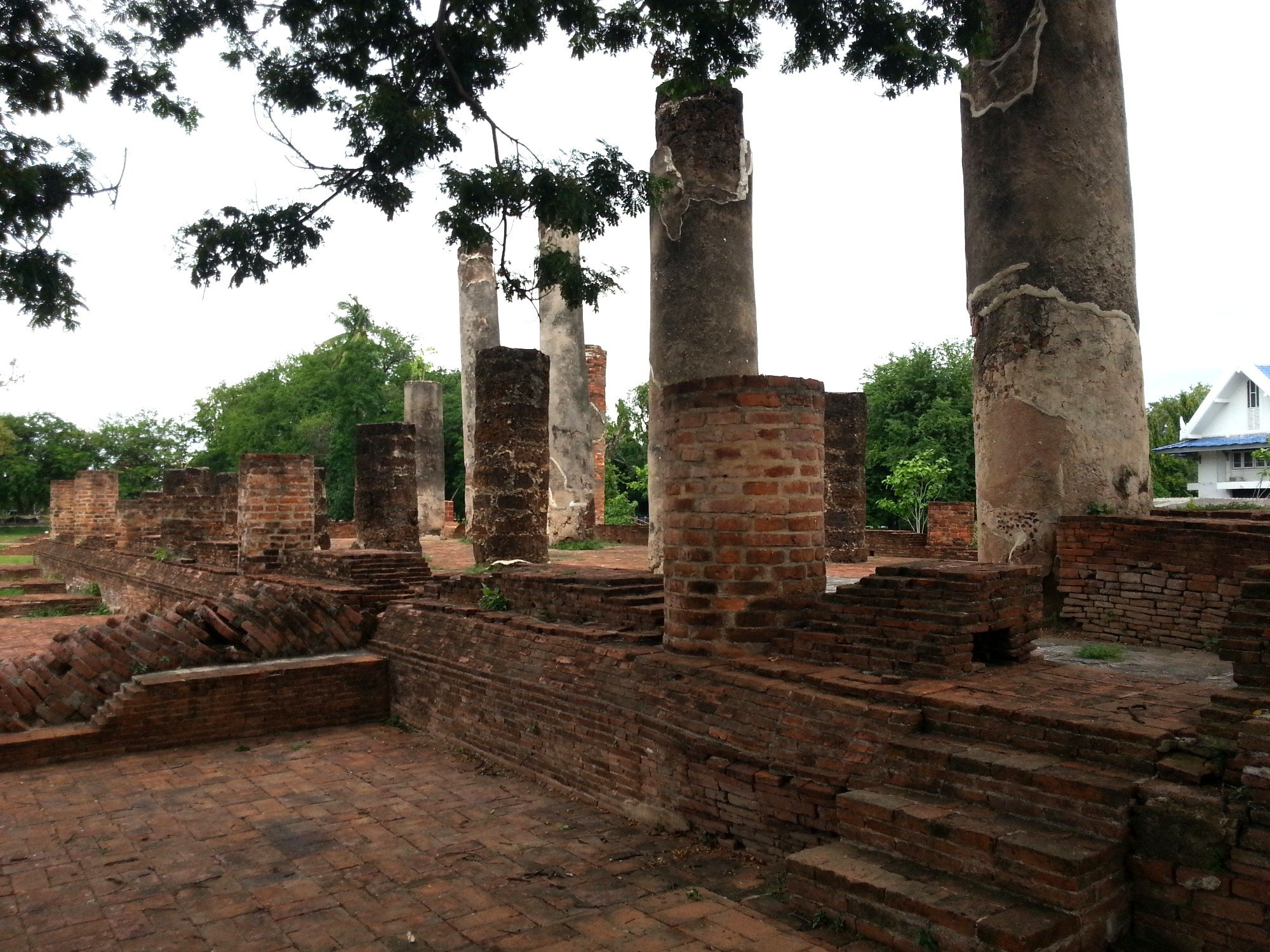 Remains of the prayer hall at Wat Wihan Thong