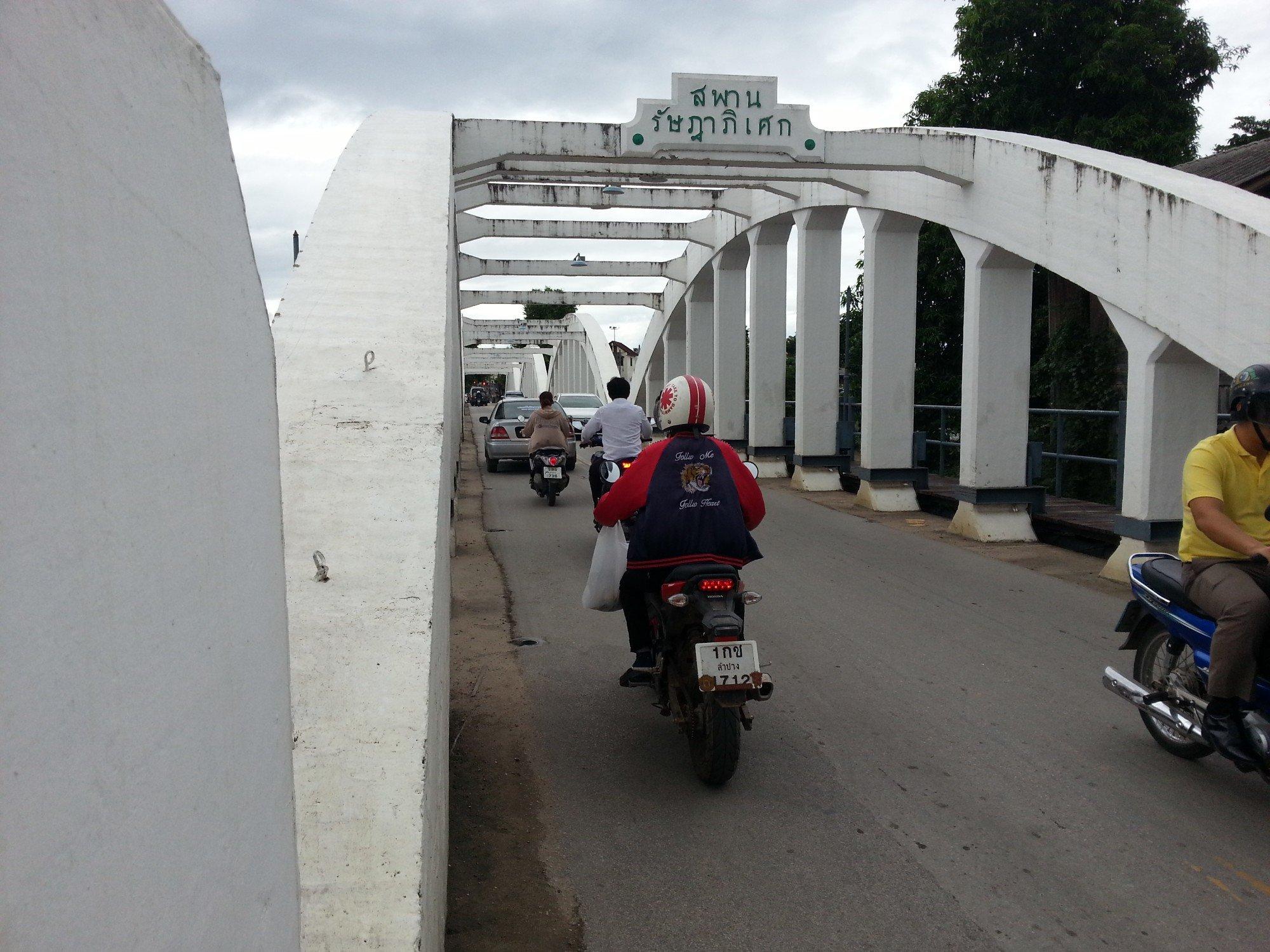 Roadway on the Ratsadaphisek Bridge