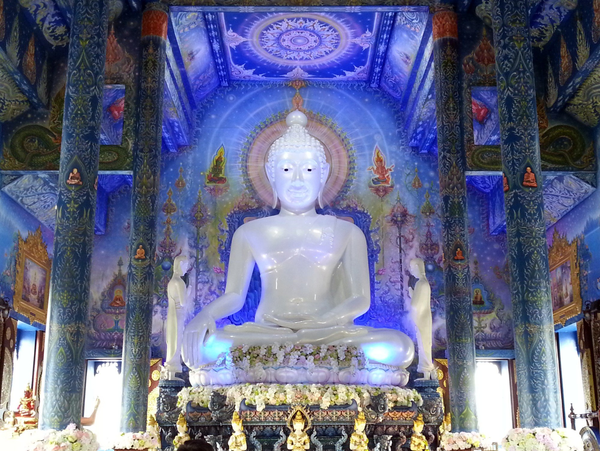 Seated Buddha statue at Wat Rong Seur Ten