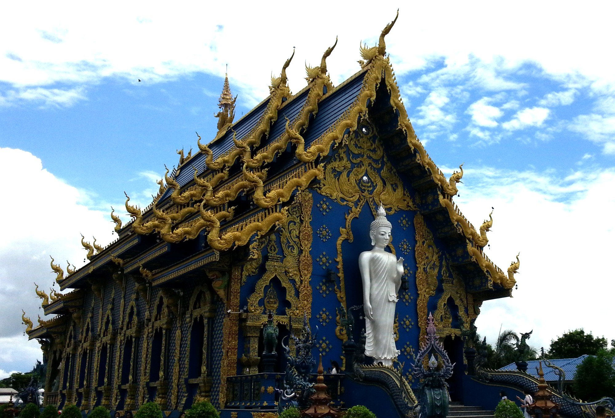 Standing Buddha at the rear of the ordination hall at Wat Rong Seur Ten