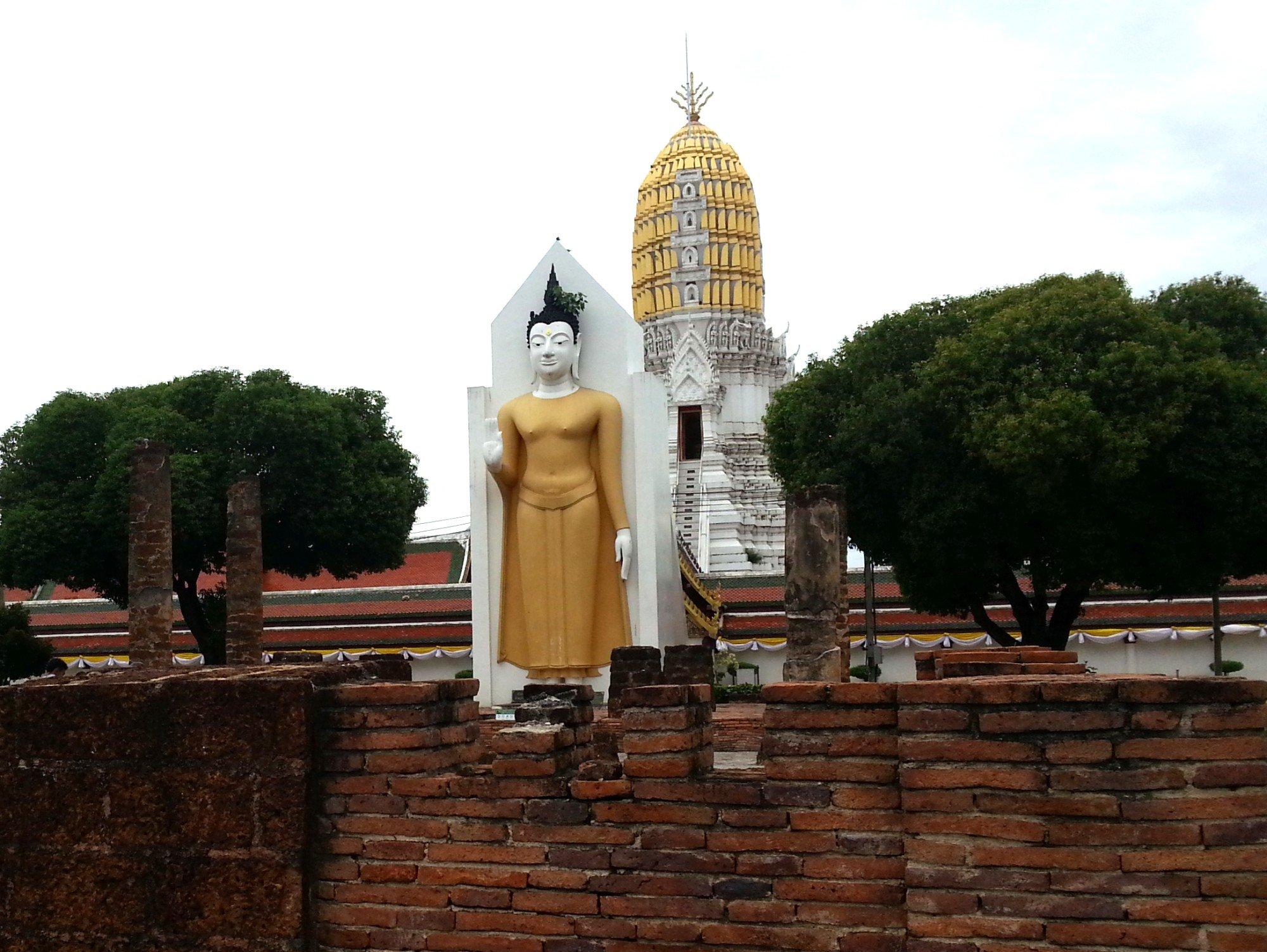 Standing Buddha statue at Wat Phra Si Rattana Mahathat