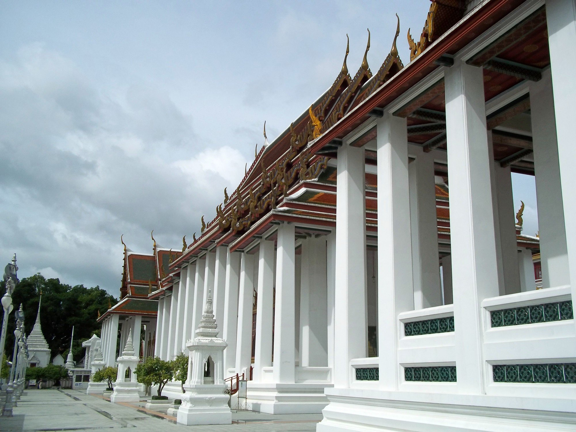 Walkway in front of the temple buildings at Wat Ratchanatda