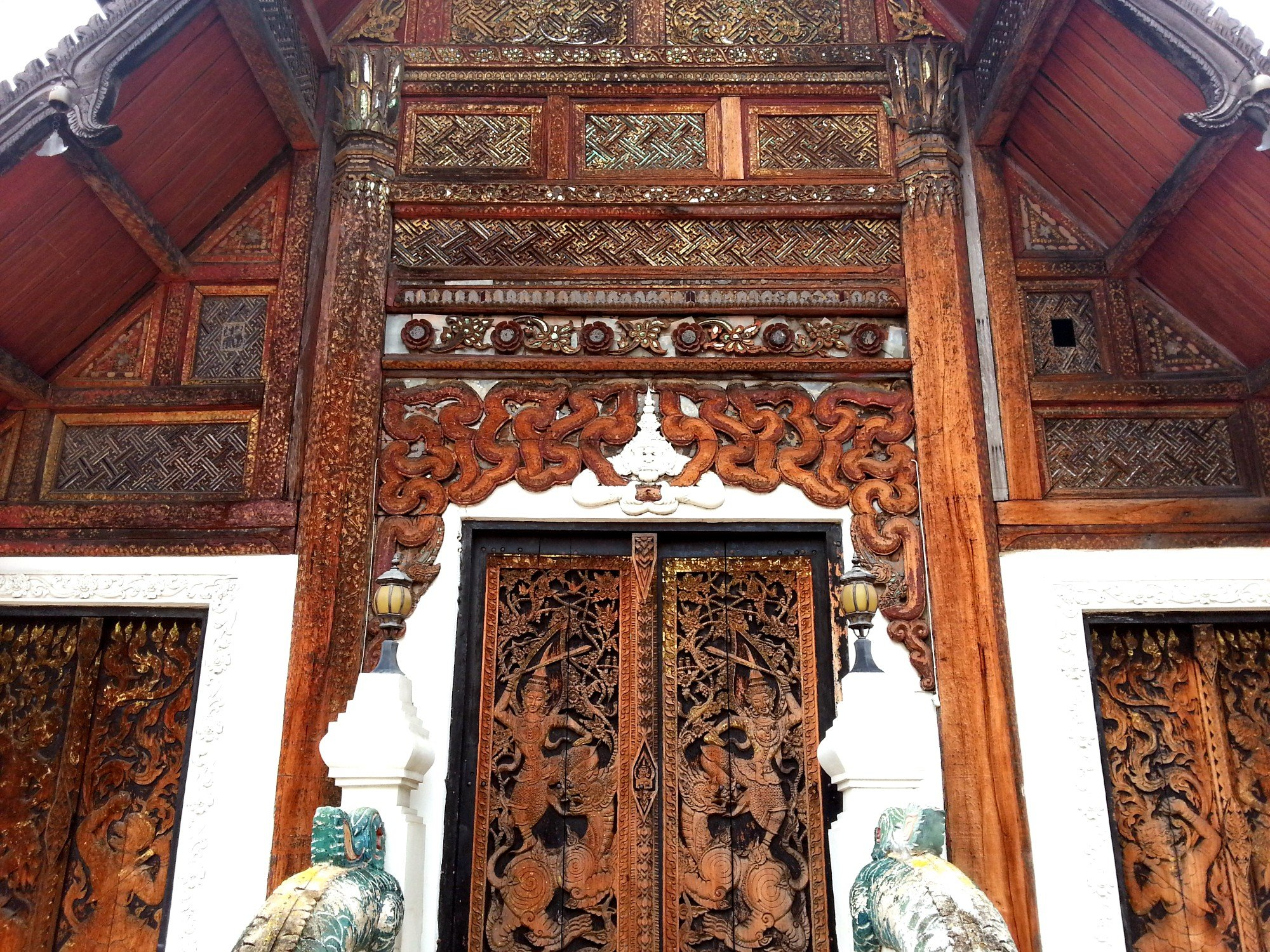 Front of the prayer hall at Wat Pratu Pong