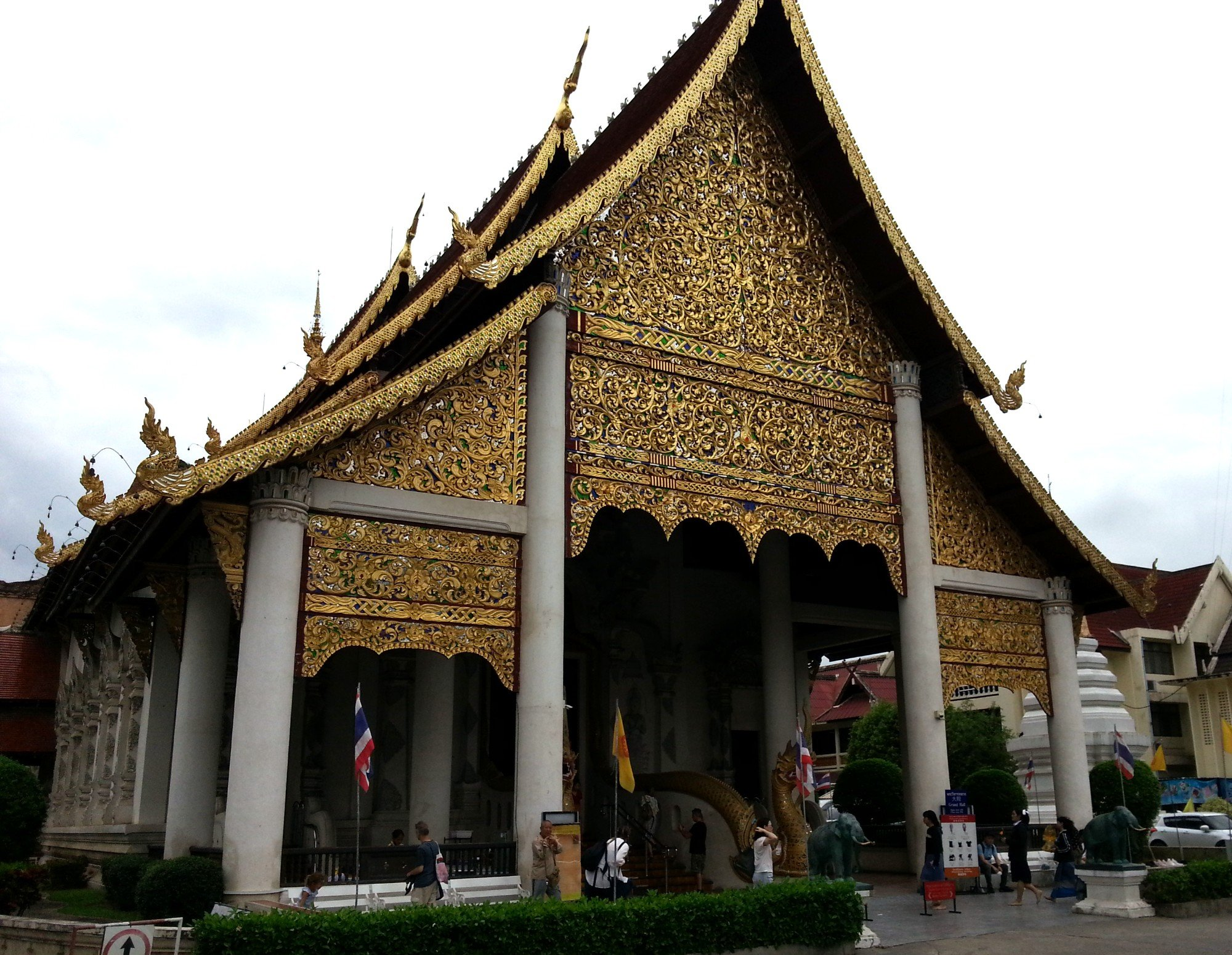 Main prayer hall at Wat Chedi Luang