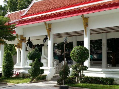 Back to back Buddha statues at Wat Nakhon Sawan