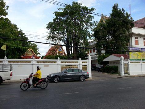 Entrance to Wat Nakhon Sawan