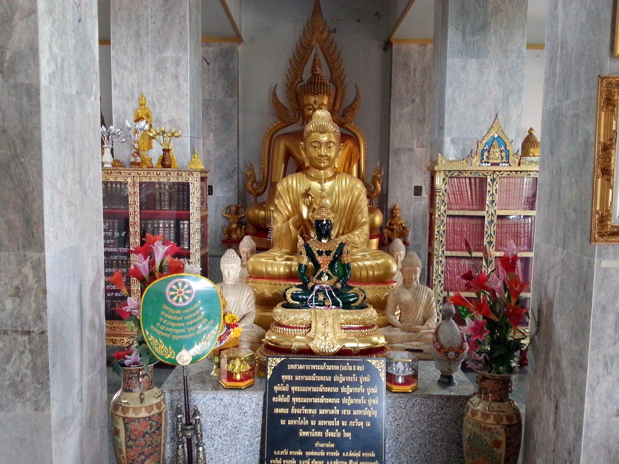 Replica Buddha statues at the Phra Chulamanee Chedi
