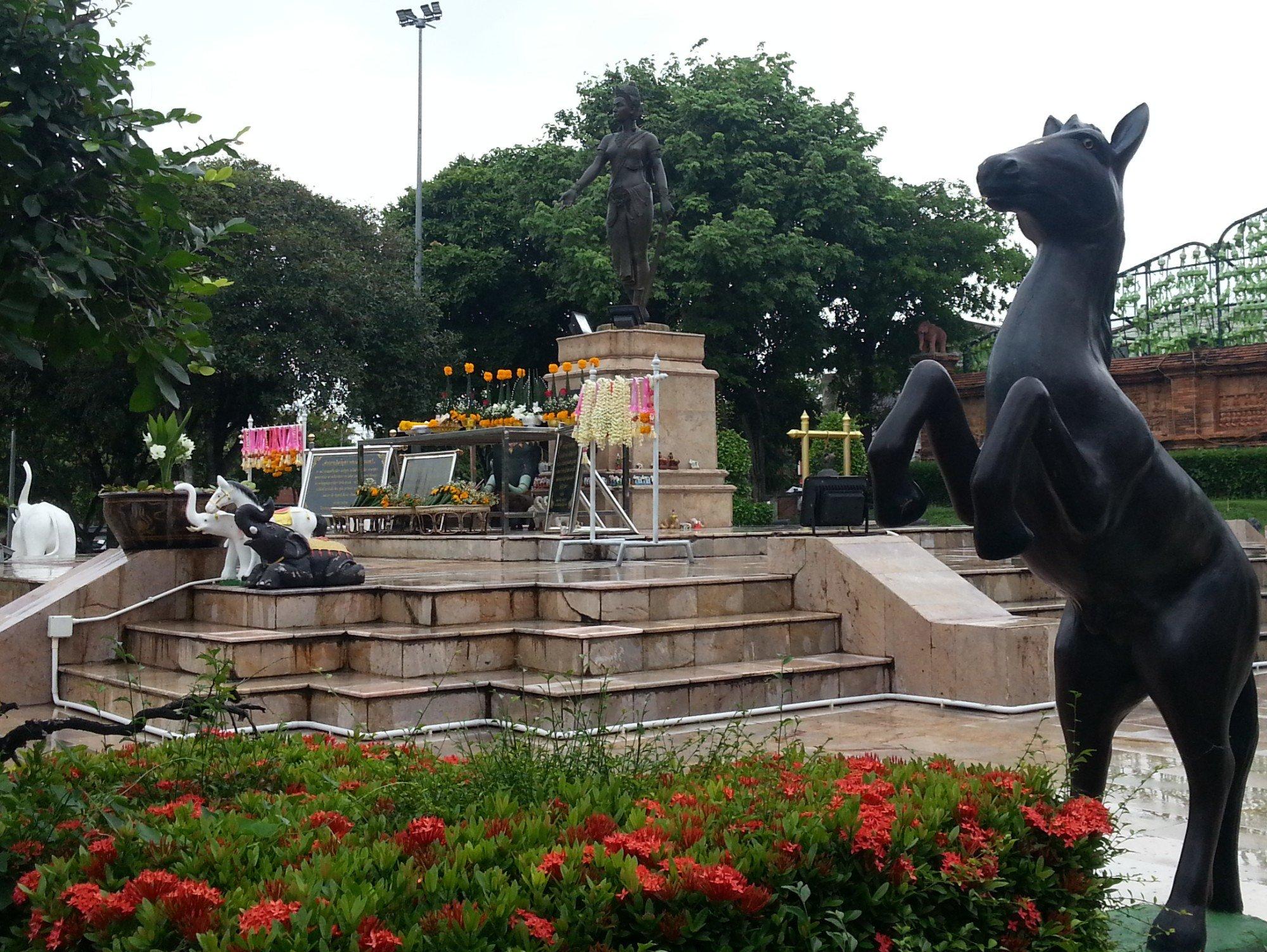 Phra Nang Chamathewi Monument in Lamphun