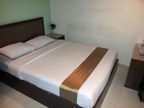Bed at the Royal Express Inn