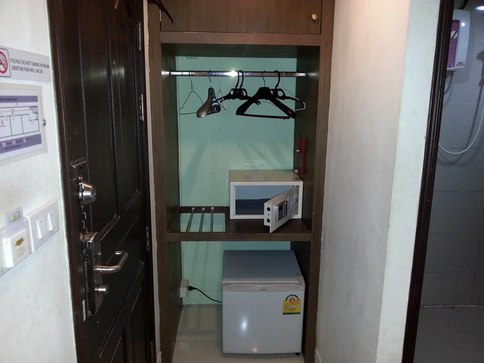 Fridge and safe at the Royal Express Inn