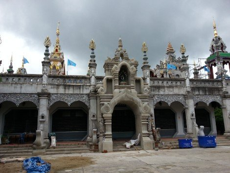 Building under construction at Wat Mung Muang